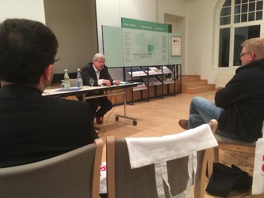 Aufmerksam lauschte dass Publikum Marc Beises Worten. Foto: Stephan Hönigschmid
