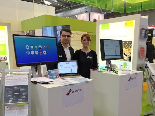 Geschäftsführer Tobias Göcke mit Entwicklerin und Mitgründerin Jeannette Milius auf der diesjährigen Cebit in Hanover. Foto: Supratix