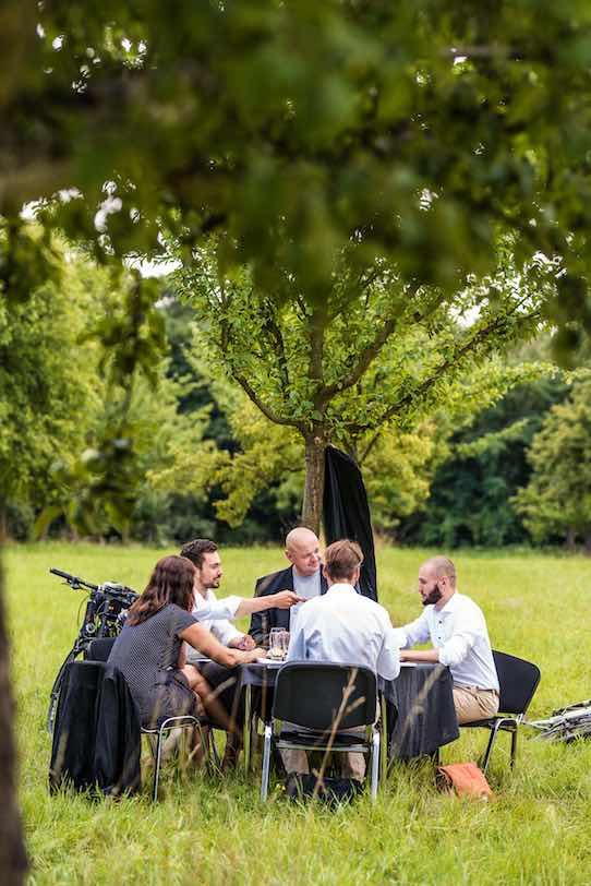 Auf einer Streuobstwiese in Dresden-Plauen wurde Permagold am 17. August vorigen Jahres gegründet. Insgesamt waren 32 Mitglieder anwesend. Foto: Thomas Schlorke für Permagold/PR
