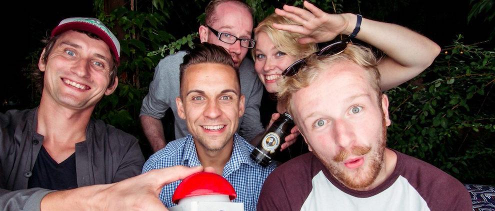 Roman Schwarz, Stephan Busch, Chris Ludwig (von links, Vorderseite) und Tom Wonneberger und Saskia Rudoph (Rückseite). Foto: lass es uns tun/PR