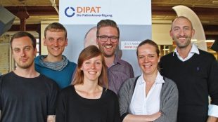 Foto: DIPAT-Team mit CFO Katja Käseberg (2.v.r.) und CEO & Gründer Dr. Paul Brandenburg (1.v.r.).