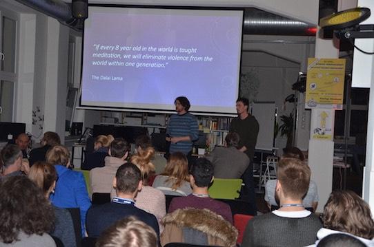 Mit ihrer Meditations-App wollen die Gründer von Aumio den Lernerfolg von Schülern verbessern. Foto: Stephan Hönigschmid