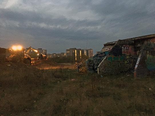 Bagger reißen im November vergangenen Jahres auch noch die letzten Reste des früheren Museums nieder. Foto: Stephan Hönigschmid