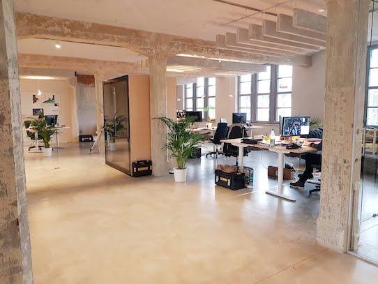 Die Räume bieten jede Menge Platz und haben viele kleine Arbeitsbereiche, die fließend ineinander übergehen. Foto: Naventik GmbH
