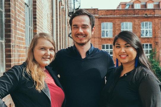 Gemeinsam mit Christiane Seitz (li.) und Tiffany La hat Stephan Schleuss 2016 das Startup Wundercurves gegründet. Foto: PR/Wundercurves