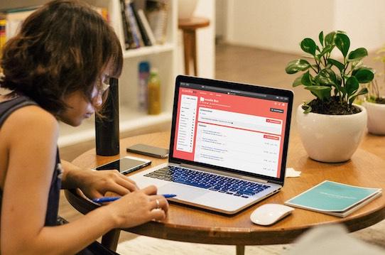 Eine Schülerin beim Homeschooling mit der Scoolio Webanwendung. Foto: PR/Scoolio