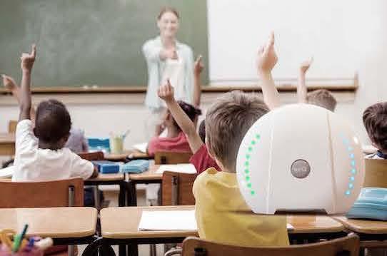 """In Klassenzimmern soll der """"air-Q"""" rechtzeitig darauf hinweisen, wann gelüftet werden muss. Farben wie Blau und Grün hier im Bild sind unproblematisch. Anders ist das, wenn sich die Lämpchen orange oder rot färben.Foto: PR/Corant GmbH"""