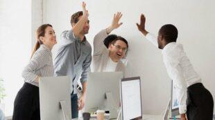 Gute Stimmung, statt Angst um die Existenz. Dank Factoring können junge Gründer brenzlige finanzielle Situation besser abwenden. Foto: Joseph Mucira via Pixabay
